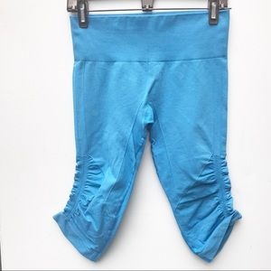 Lululemon Blue In the Flow Crop 6 Pants euc